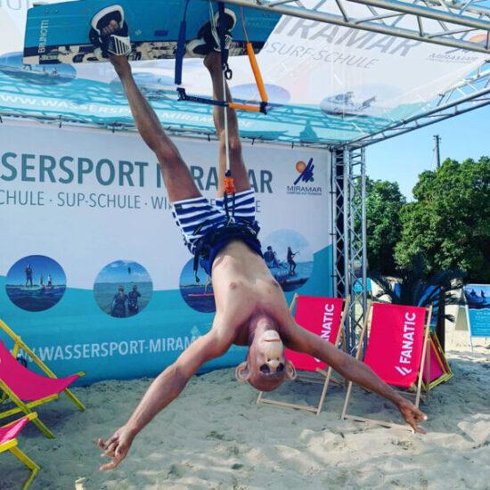 Kiteschule Fehmarn Surfschule Kitesurfen Lernen Kurs buchen Anfängerkurs begleitendes Kiten